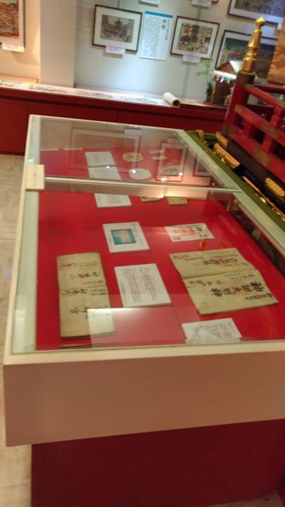 本日より目白大学博物館実習生による絵馬と御朱印に関する展示を資料館で行っております。