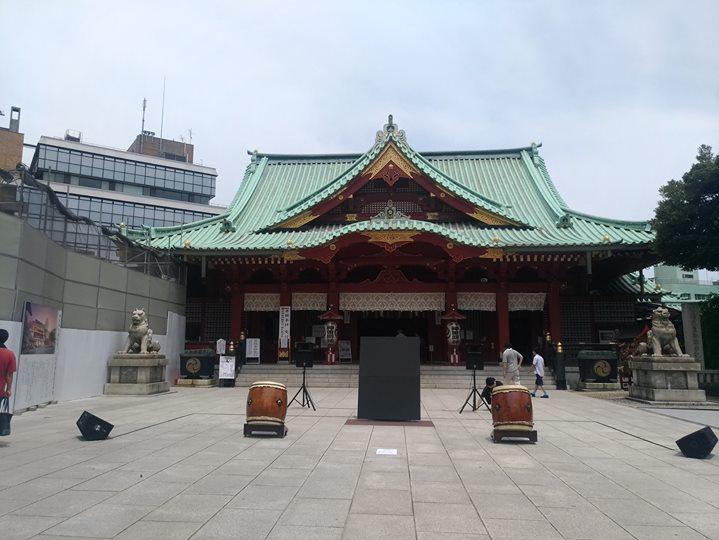 13時と15時の2回、武人画師・こうじょう雅之さんのライブペインティングが、神田明神境内で行われますよ!熱中症に気をつけながらご覧くださいね!